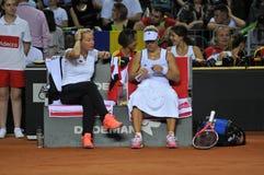 Tennisvrouw in actie Stock Afbeeldingen