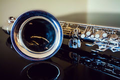 Tenor del saxofón Instrumento clásico del instrumento de viento de madera Jazz, azules, obras clásicas Música Saxofón en un fondo fotos de archivo