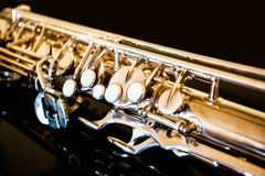 Tenor del saxofón Instrumento clásico del instrumento de viento de madera Jazz, azules, obras clásicas Música Saxofón en un fondo Fotografía de archivo libre de regalías