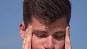 Tensión, con exceso de trabajo, agotada metrajes