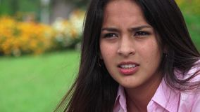 Tensión y ansiedad adolescentes de la muchacha almacen de metraje de vídeo