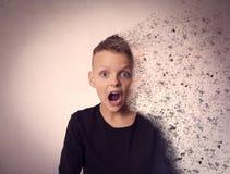 Tensión y ansiedad El boy& x27; retrato de s roto imagen de archivo libre de regalías
