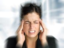 Tensión y dolor de cabeza de la mujer de negocios Imágenes de archivo libres de regalías