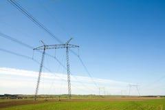 tension élevée de pylônes Photos stock