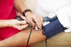Tension artérielle de test - plan rapproché Image libre de droits