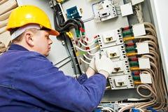 Tension et courant de mesure d'électricien Photo libre de droits