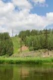 Tensione di altezza sopra il fiume Fotografie Stock Libere da Diritti