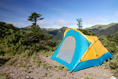 Tent in berg. Royalty-vrije Stock Afbeeldingen