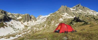 Tent & bergen stock fotografie