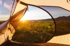 Tent in bergen Stock Afbeelding
