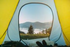 Tent in bergen Dawn in bergen Stock Afbeelding