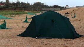 Tent bij het strand stock videobeelden