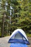 Tent bij kampeerterrein Stock Fotografie