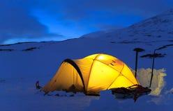 Tent bij nacht stock foto's