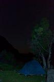 Tent in de nacht Stock Afbeeldingen