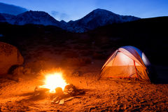 Tent en Kampvuur royalty-vrije stock fotografie