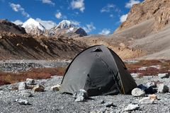 Tent in Himalayan mountains Stock Images