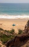Tent op het meest verste zuideneind van Crystal Cove-strand royalty-vrije stock foto's