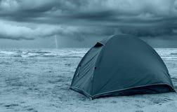 Tent op het strand Stock Foto's