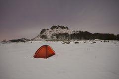 Tent in sneeuw Stock Afbeeldingen