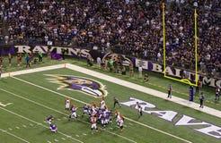Tentativa do bloco do objetivo de campo do futebol do NFL Foto de Stock Royalty Free