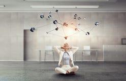 Tentativa encontrar o equilíbrio Meios mistos Foto de Stock Royalty Free