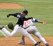 Tentativas de David Eckstein para bater para fora um throw a primeiramente Fotografia de Stock