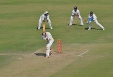 Tentative de crochet par le gardien de guichet pendant le match de cricket de trophée de Ranji photos stock