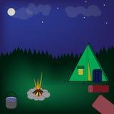 Tente au feu de camp Lune et nuages au ciel nocturne d'été Forêt près du camp illustration libre de droits