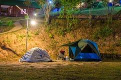 Tente campante Photographie stock libre de droits
