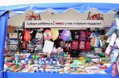 Tente d'achats avec des matières d'enseignement Photo stock