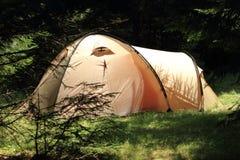 Tente dans la forêt Photos libres de droits