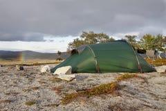 Tente dans la région sauvage de la Norvège Image libre de droits