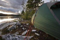 Tente dans la région sauvage de la Suède Images libres de droits