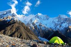 Tente dans le camp de base MOU d'Everest de crête de montagne d'Everest du plus haut Image stock