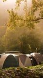 Tente de camp en brouillard Image libre de droits