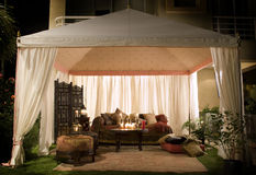 Tente de réception ou de mariage la nuit Photo libre de droits