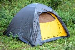 Tente de touristes dans les bois Photos libres de droits