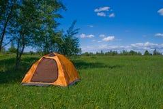Tente de touristes jaune Images libres de droits