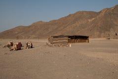 Tente et chameau de nomade dans le désert photo libre de droits