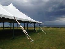 Tente et tempête photos stock