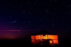 Tente la nuit Photographie stock libre de droits