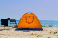 Tente près de la mer Photographie stock libre de droits