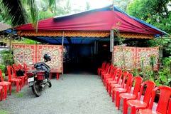 Tente provisoire avec l'entrée modelée colorée Photos stock