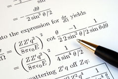 Tente resolver algumas perguntas da matemática foto de stock