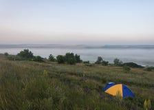 Tente sur la colline Images libres de droits