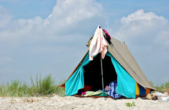 Tente sur la plage photographie stock