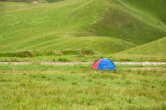 Tente sur la prairie Photo stock