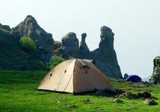 Tente sur le platon en montagnes criméennes Image stock