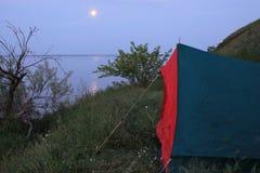Tente sur le rivage Photos stock